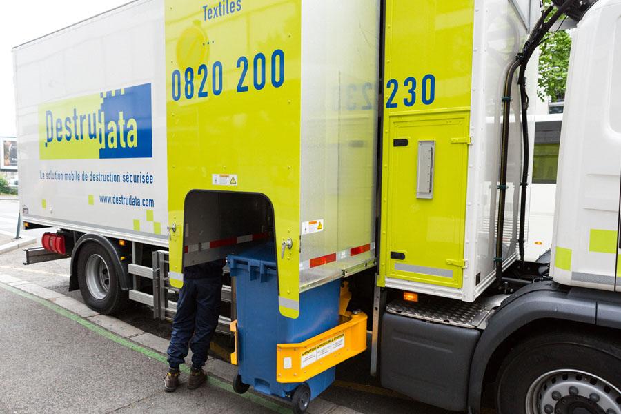 Destruction d'archives confidentielle et sécurisée grâce au camion broyeur